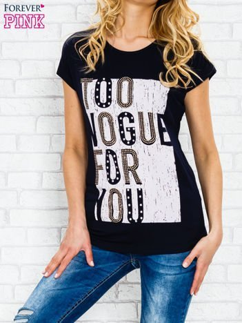 Granatowy t-shirt z napisem TOO VOGUE FOR YOU z dżetami